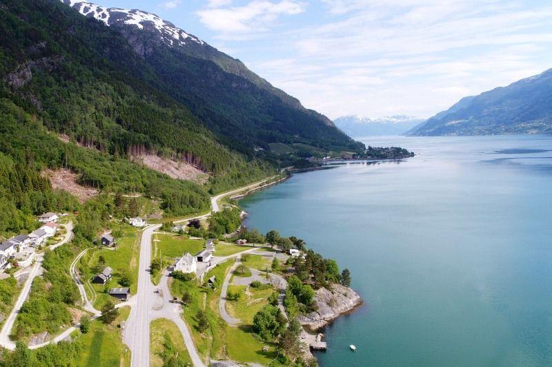 Eikhamrane Camping ligging aan Hardangerfjord