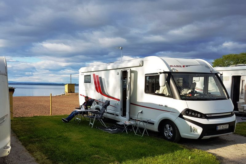 Evjua Camping Skreia kamperen aan het strand