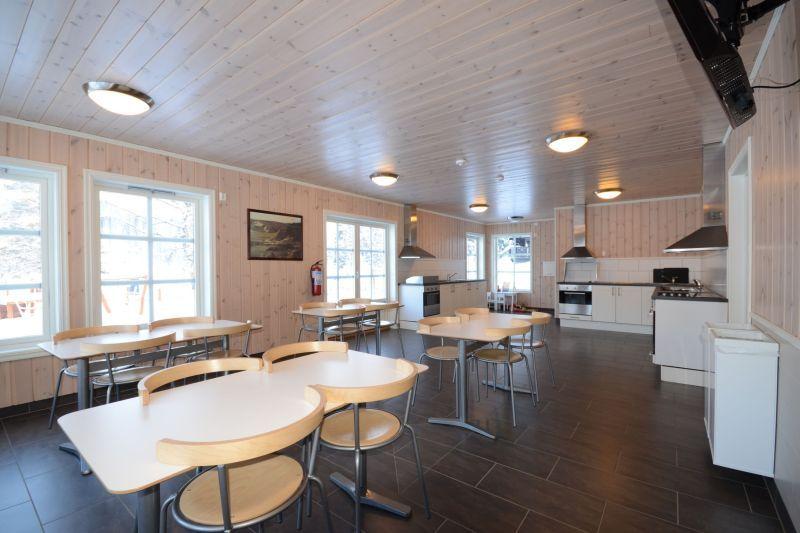 Fagernes Camping keuken en verblijfsruimte