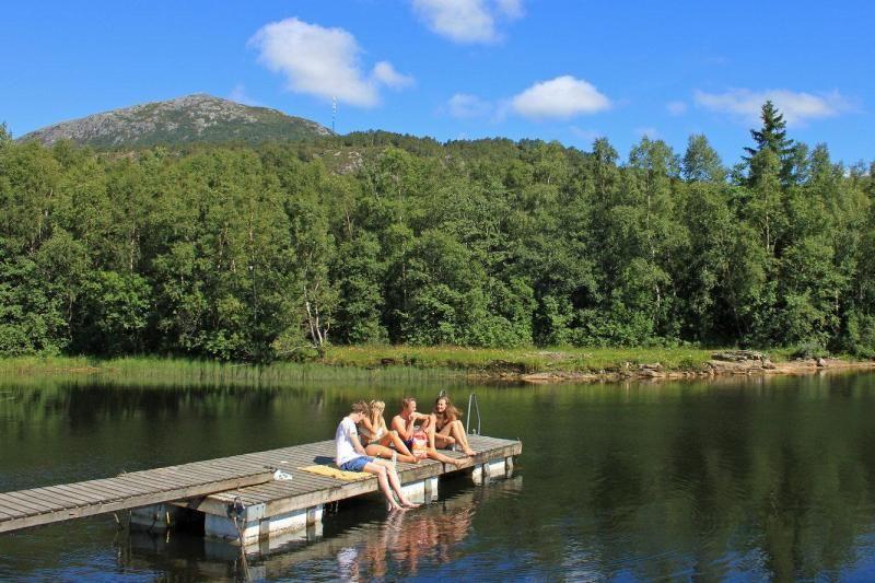 Lone Camping Bergen chillen bij het meer