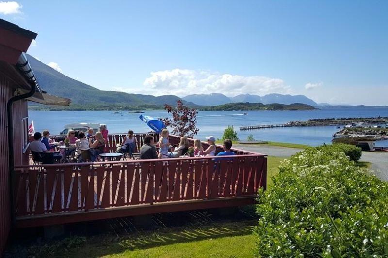 Tornes Fjordcamping receptie met terras